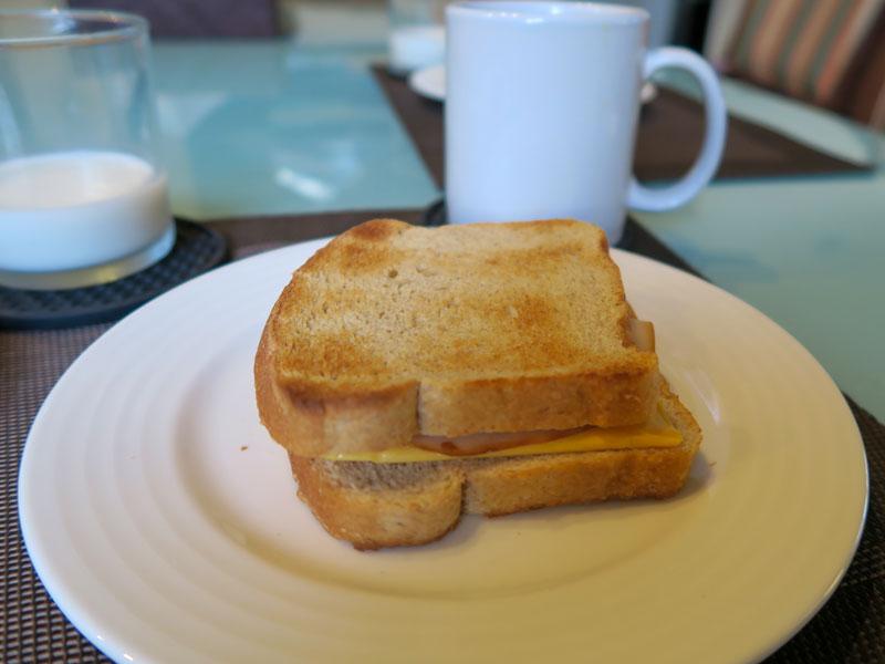 ハワイ島のスーパーで買ったトースト用の食パンの価格の例