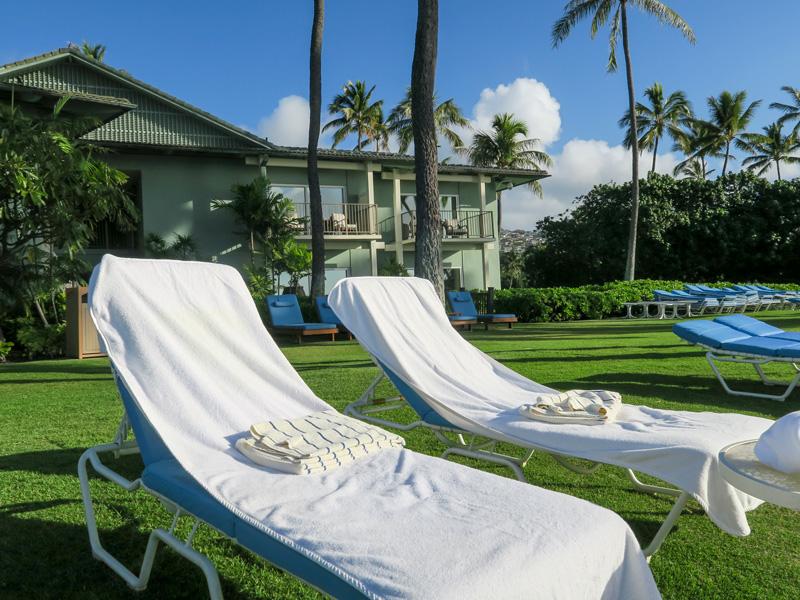 カハラホテルのビーチでビーチチェアにタオルを設置してもらった時の流れ