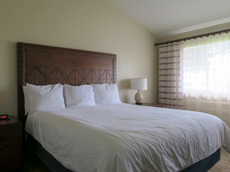コナ・コースト・リゾートのフロントで部屋のクリーニング時間を尋ねた結果
