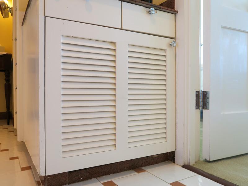 カハラホテル、部屋の冷蔵庫の様子がわかる写真