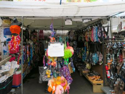 カイルアコナのファーマーズマーケットのリゾートウェア店