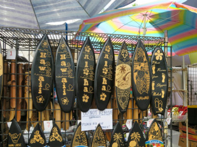 カイルアコナのファーマーズマーケットの土産物屋
