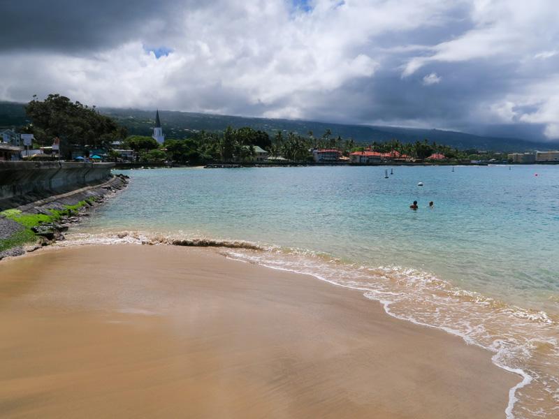 ハワイ島、カイルアコナの海沿いの散策に「あると役立つ」と思ったもの