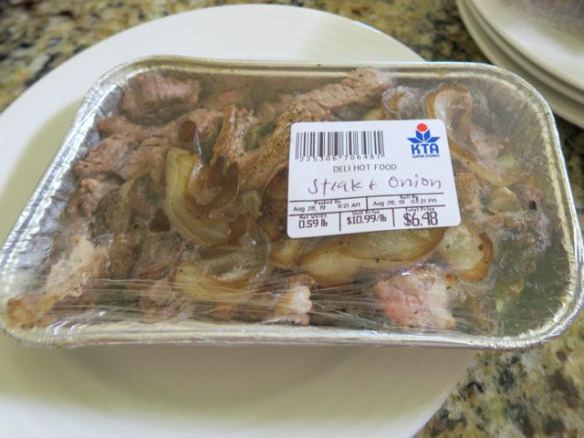 KTAスーパーの惣菜コーナーにあった調理済みステーキ、0.59lb(約267g)で6.48ドル