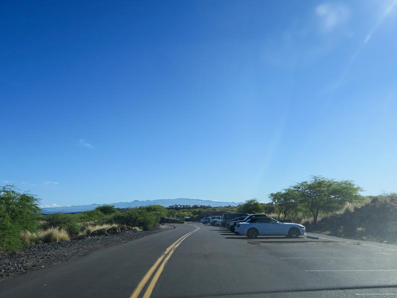 ハワイ島マニニオワリ・ビーチ (クアベイ)に午前8時50分頃到着した時の駐車場の様子