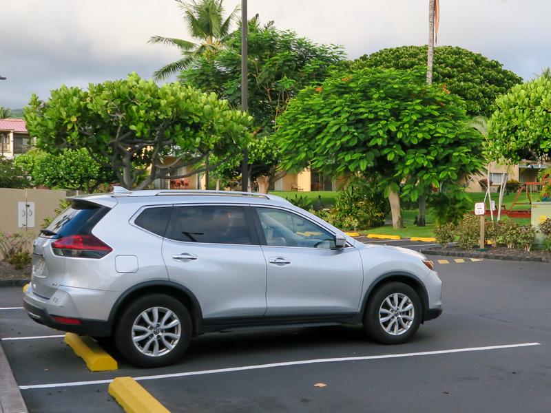 ハワイ旅行のレンタカーで「大きい車種には、こんなメリットがあったんだな」と認識を改めた話