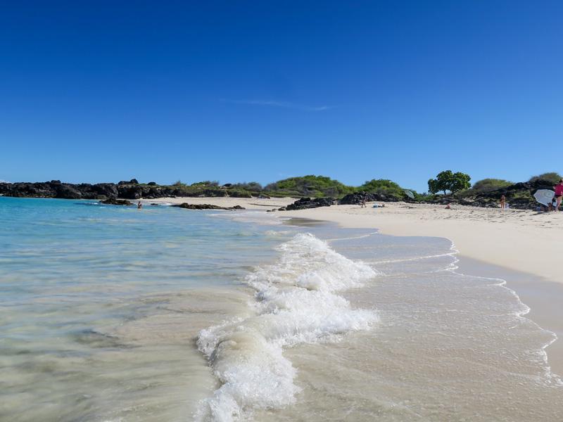 ハワイのパウダーな砂質のビーチで波打ち際が水泳に向かない理由