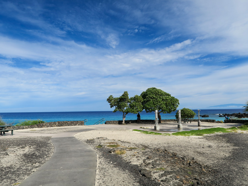 ハワイ島、クアベイの公共シャワーの様子