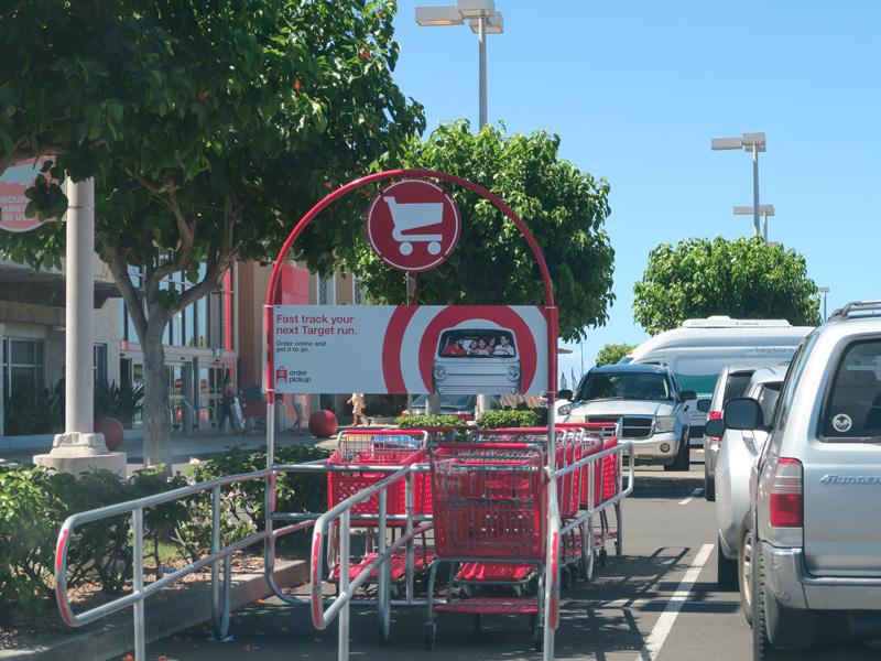 ハワイ島カイルアコナのTarget駐車場にカートの返却コーナーがあったか?