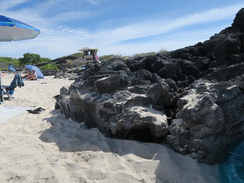 ハワイ島クアベイで午前中に日陰ができていた場所の例